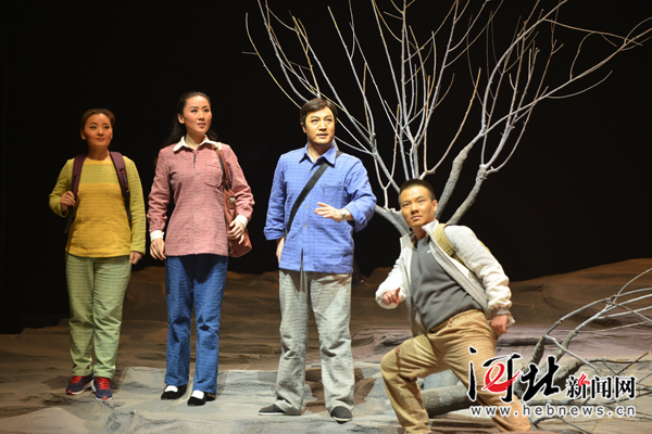 河北梆子现代戏《李保国》震撼首演