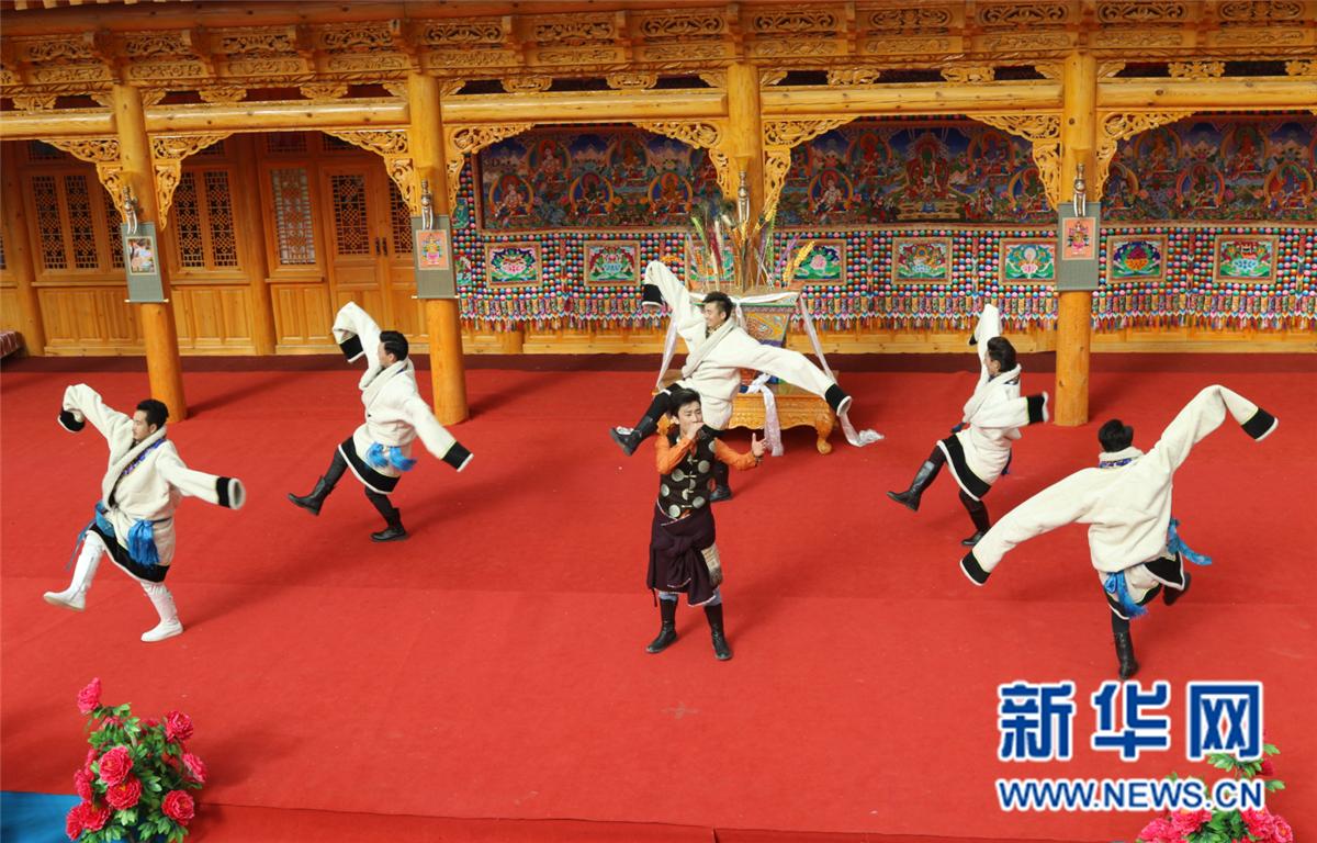 走基层,贴群众,接地气——贵南隆重举办喜迎藏历火鸡新年大型庆典活动