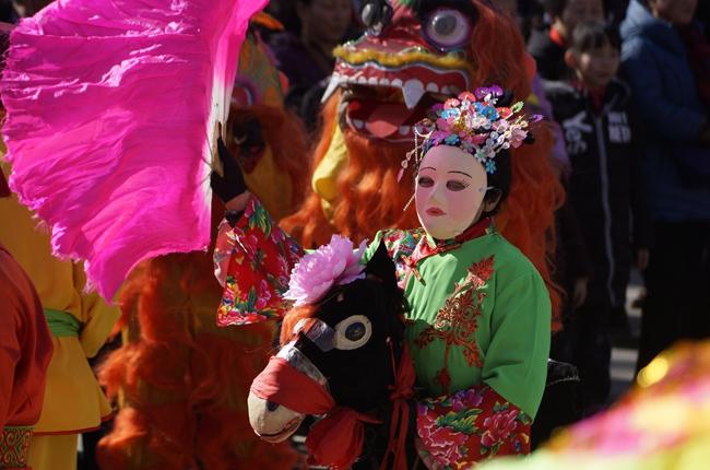 春节庙会正热闹 青海西宁年味儿浓