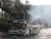 云南一载有39人客车发生自燃 所有乘客安全撤离