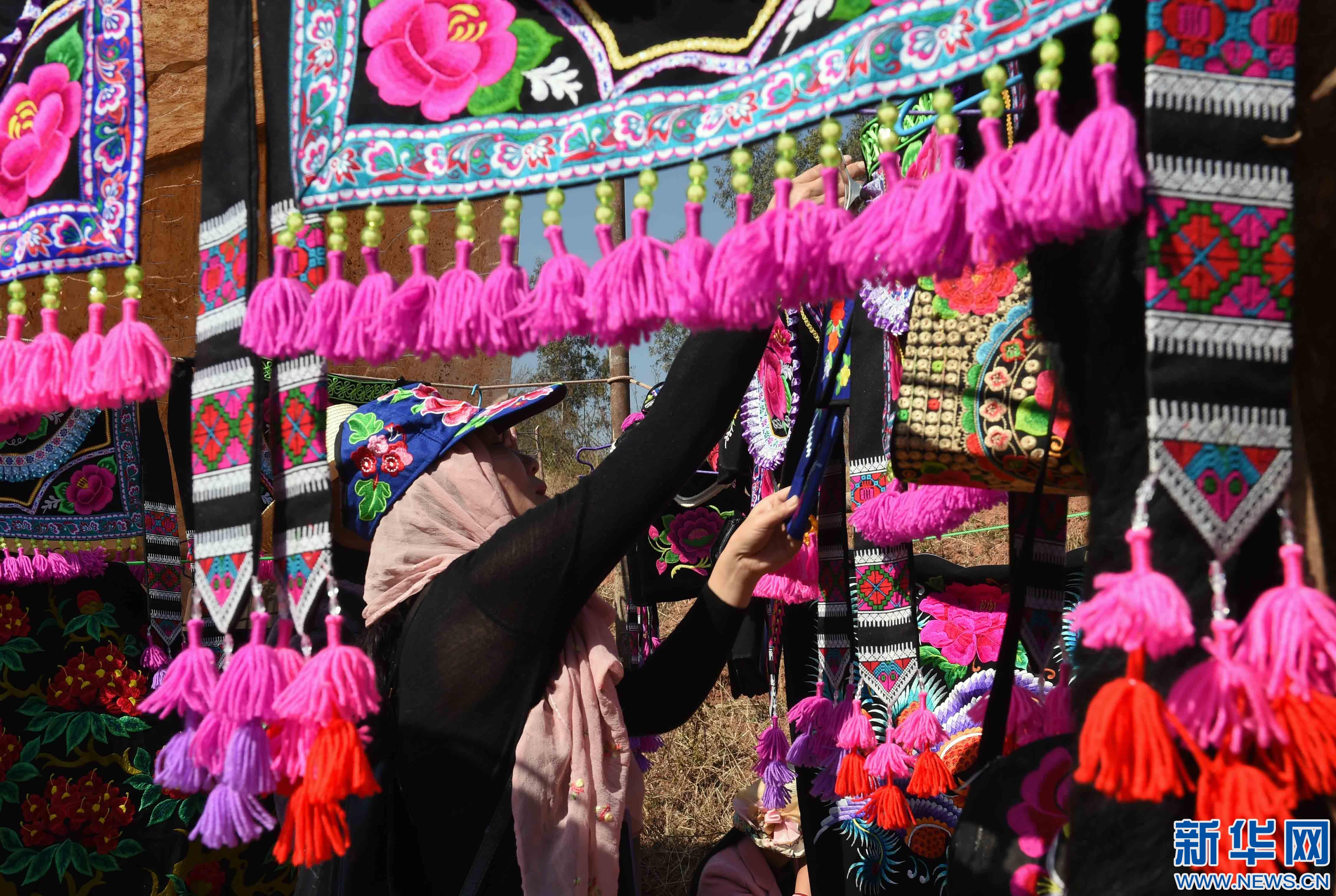 仁 传承千年的彝族刺绣促农民增收图片