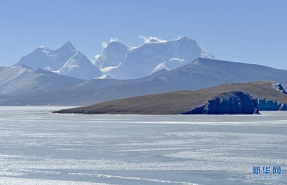 冬日雪山湖泊掠影