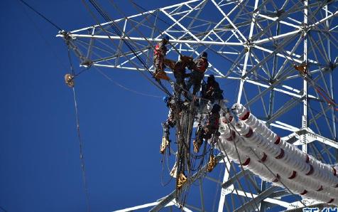 锡盟—泰州±800千伏特高压直流输电线路津1标段施工进入架线阶段