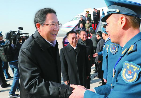 在皖全国人大代表抵京 出席十二届全国人大五次会议