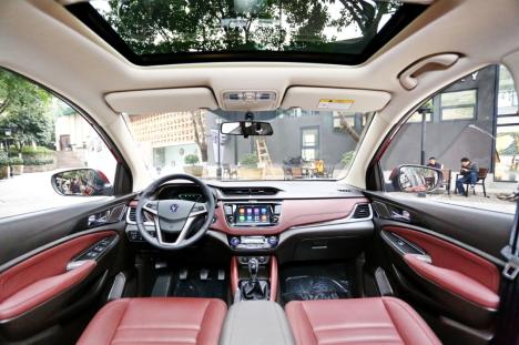 全新中型家用 长安汽车发布首款MPV凌轩
