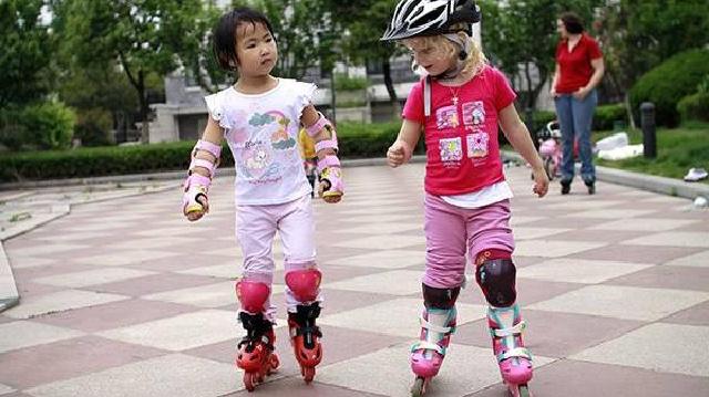 满3岁再学轮滑