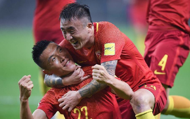 足球——世预赛:于大宝进球