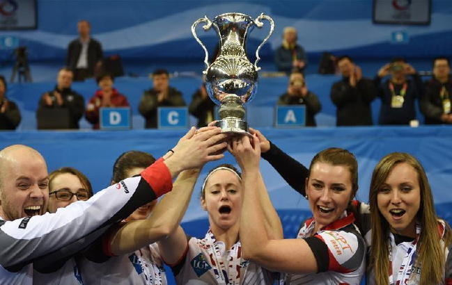 冰壶——女子冰壶世锦赛:加拿大队夺冠