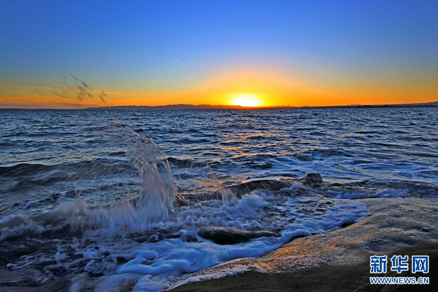 一路向西,与春日里的托素湖唯美邂逅