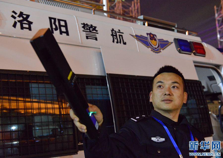 """洛阳警方首次""""击落""""一""""黑飞""""无人机"""
