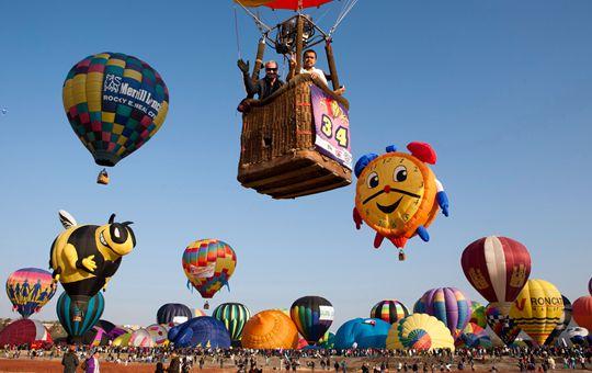 2017西安首届热气球嘉年华活动在白鹿仓景区启幕