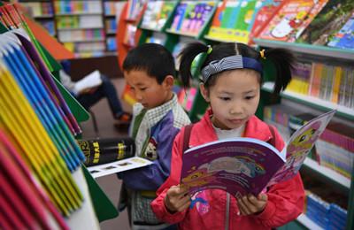 汉中书城:读书日里品书香