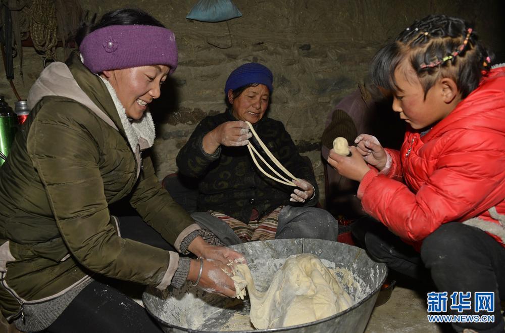 """萌图看西藏第19期:""""卡塞""""锅中飘出了浓浓年味儿"""