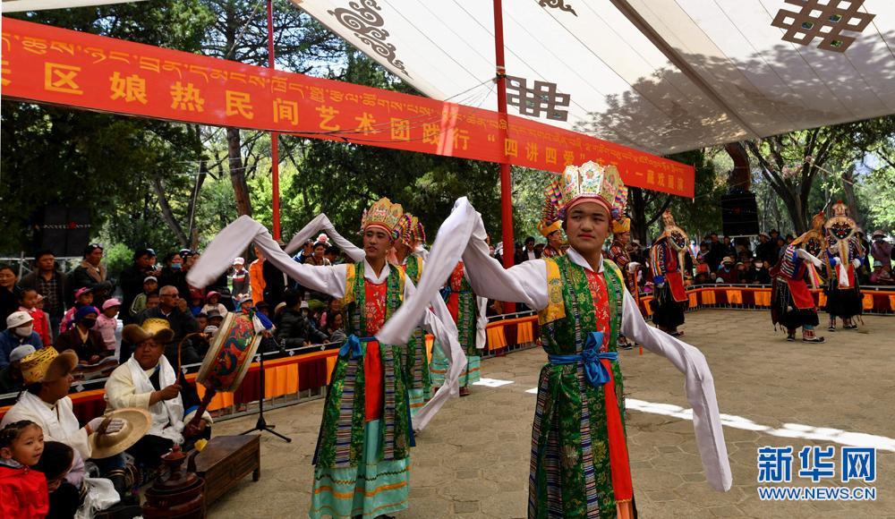 西藏:罗布林卡看藏戏