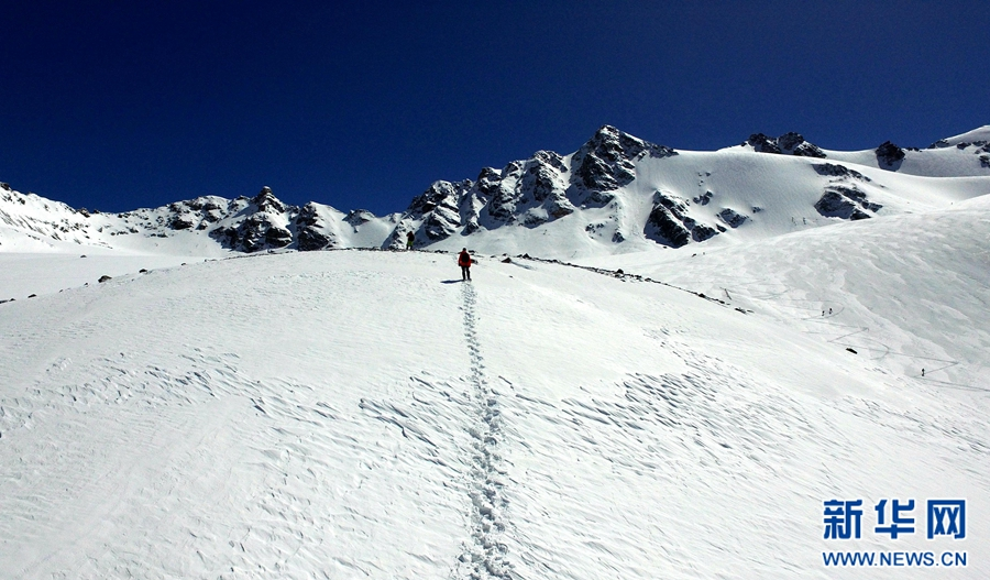 航拍世界最高海拔国际滑雪登山挑战赛