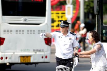"""西安公安力推""""车让人"""" 城市更有安全感"""