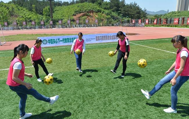 皇马助山里娃享受快乐足球