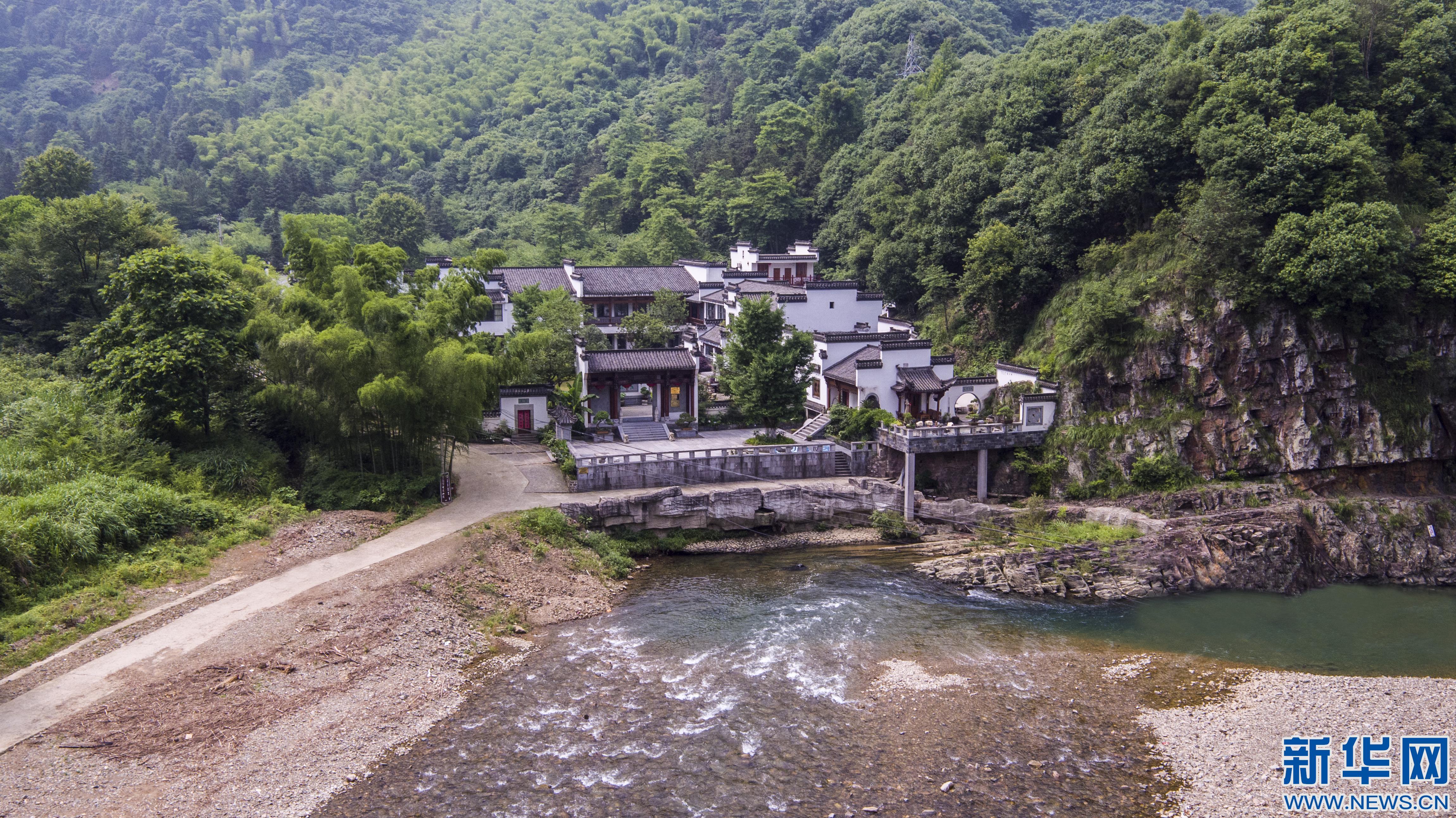 新华网安徽航拍:飞入宣纸之乡 俯瞰最美泾县