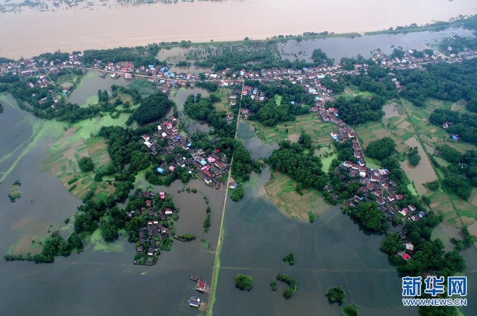 新华网航拍:外围投注网站太湖县受灾现场 多处村民房屋被洪水淹没