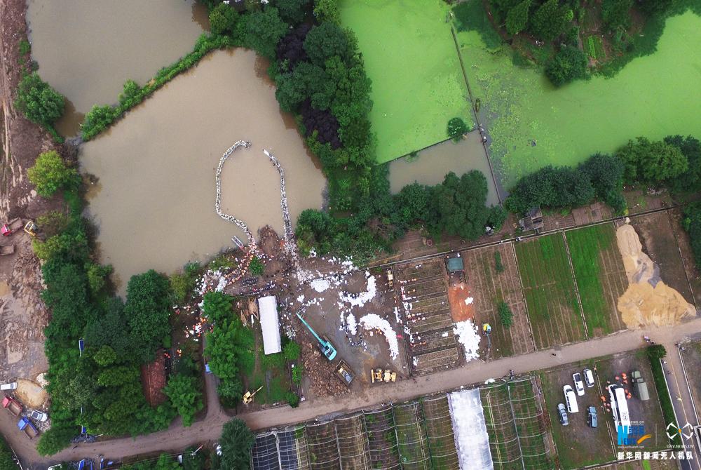 航拍:武汉倒口湖险段管涌险情救援