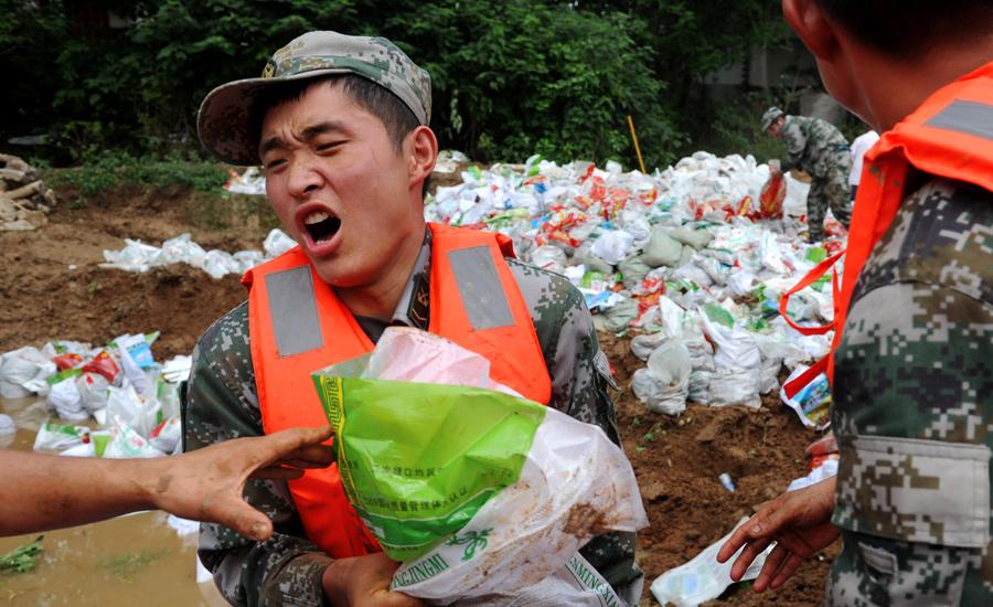 安徽舒城:决战大堤保安全