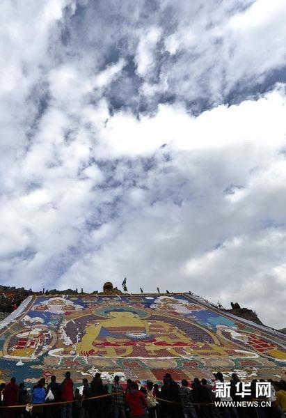 资料:拉萨哲蚌寺举行盛大展佛仪式