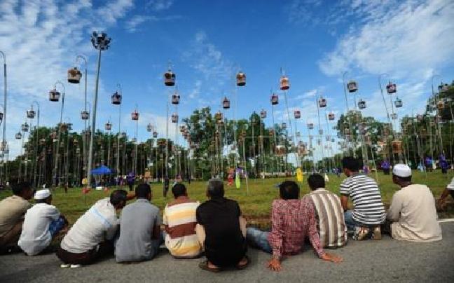 泰国举办鸟儿歌唱比赛 上千只鸟同场拼歌技