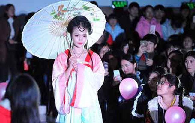 亳州:彩妆秀 秀青春
