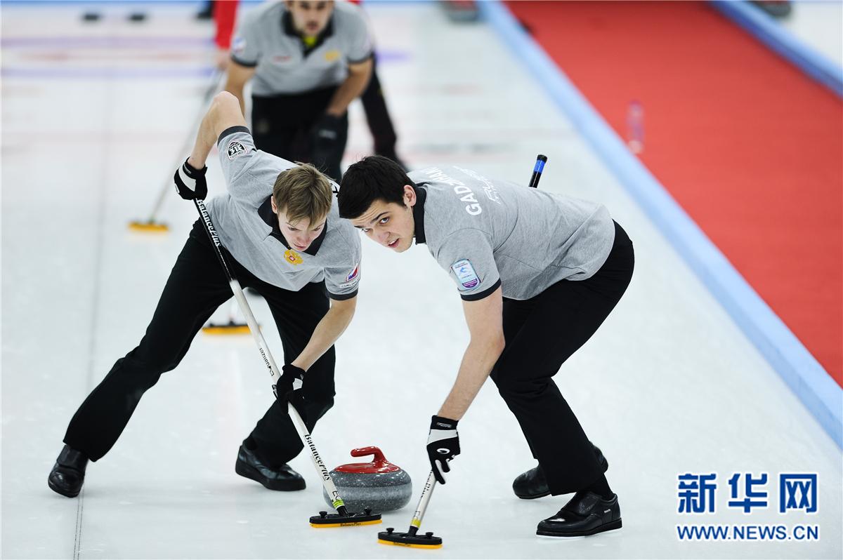 冰壶——国际邀请赛:中国男队不敌俄罗斯男队