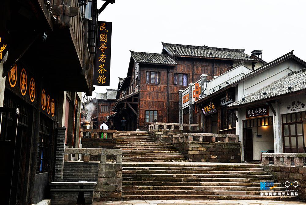 航拍两江国际影视城开街 再现百年老重庆风土