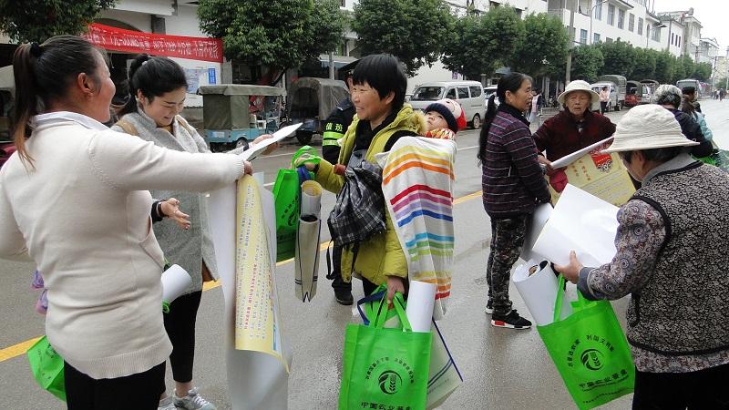 石屏县坝心镇开展第三次全国农业普查宣传活动