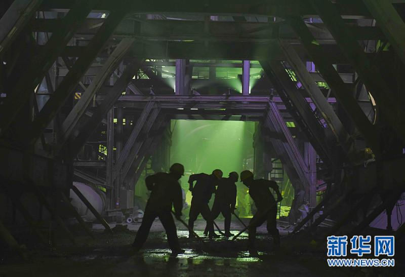"""川藏铁路:从成都平原爬上""""世界屋脊"""""""