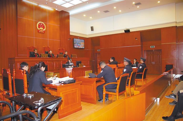 西藏自治区十届人大五次会议举行第三次全体会议
