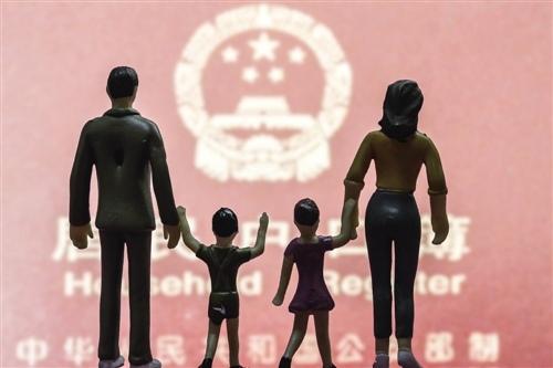 """与其集""""五福"""",不如带家人拍张全家福"""