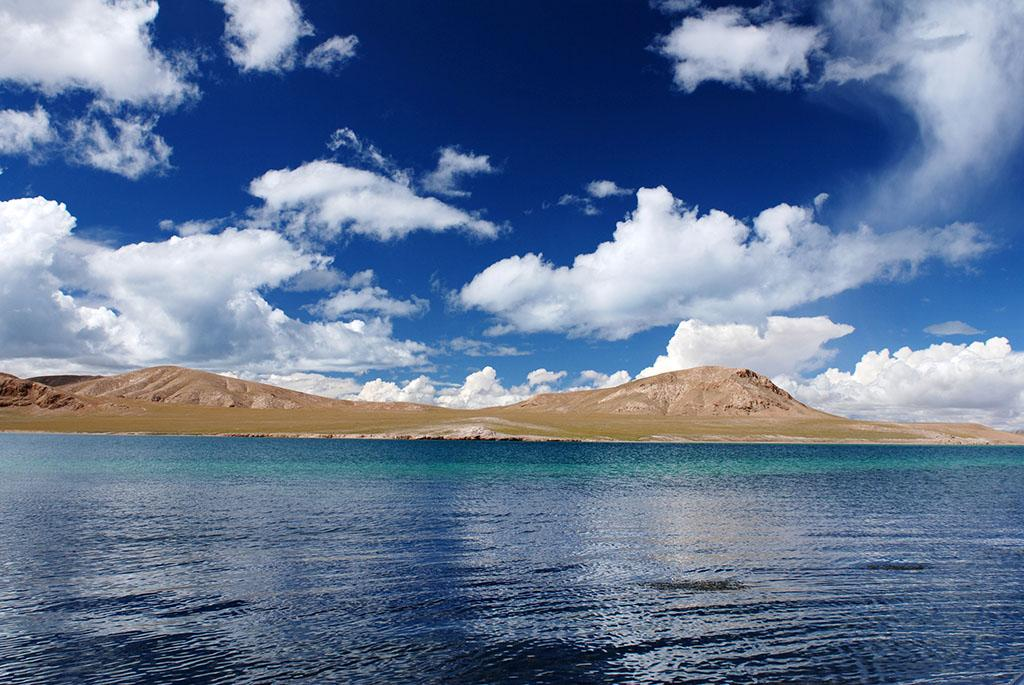 西藏自治区政府召开常务会议