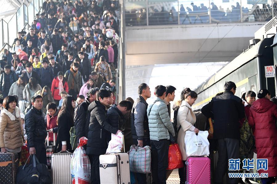 各地迎来节后第二轮铁路返程客流高峰