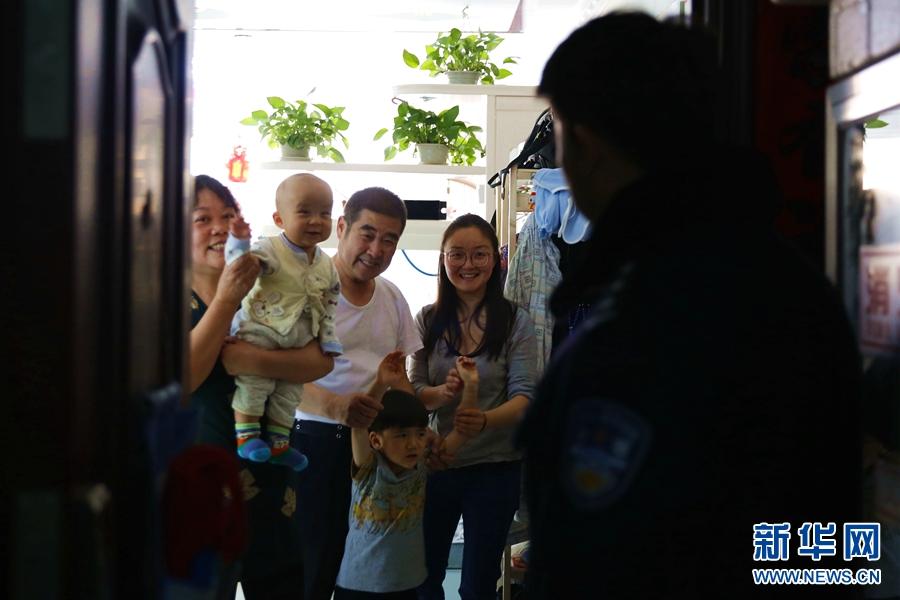 """【图片故事】青海民警的""""平安梦"""":你们在,我便温暖开心"""