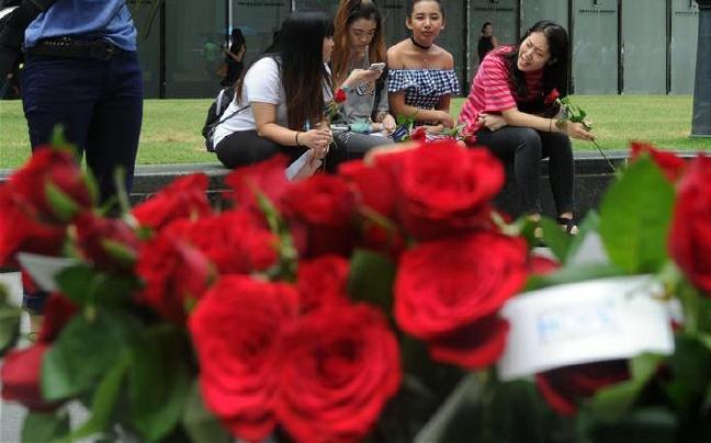 新加坡:情人节鲜花俏