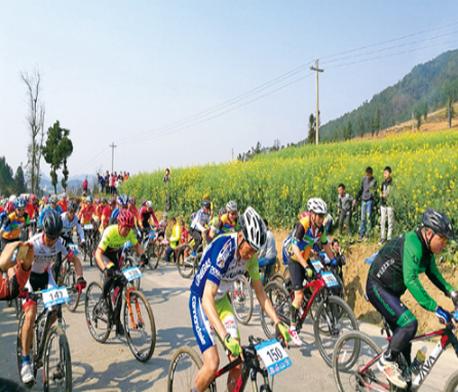 文山市平坝首届山地自行车节开赛