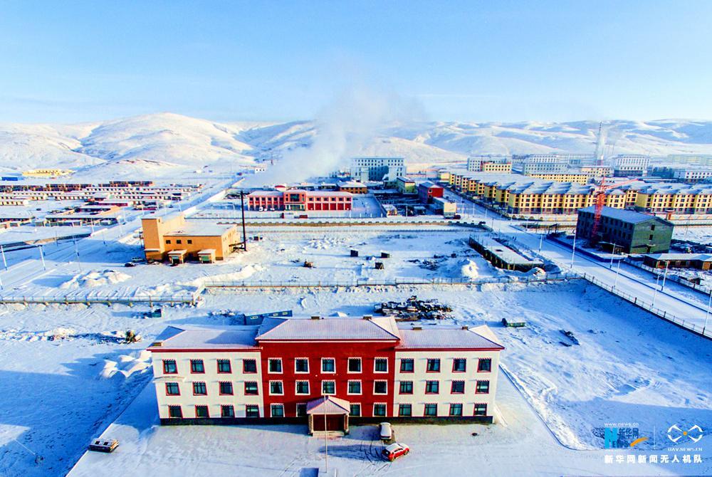 航拍青海初春雪景 积雪不融如童话世界
