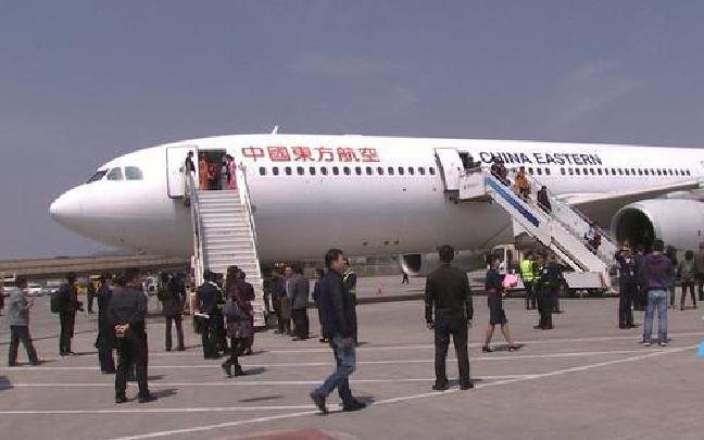 出席十二届全国人大五次会议的云南代表返昆