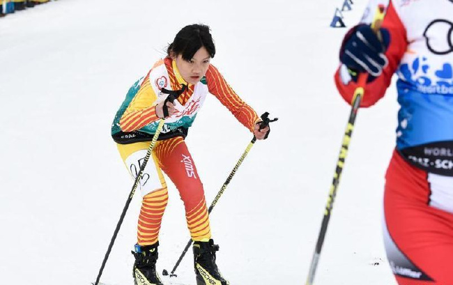 越野滑雪——中国队获得女子4X1公里F02组金牌
