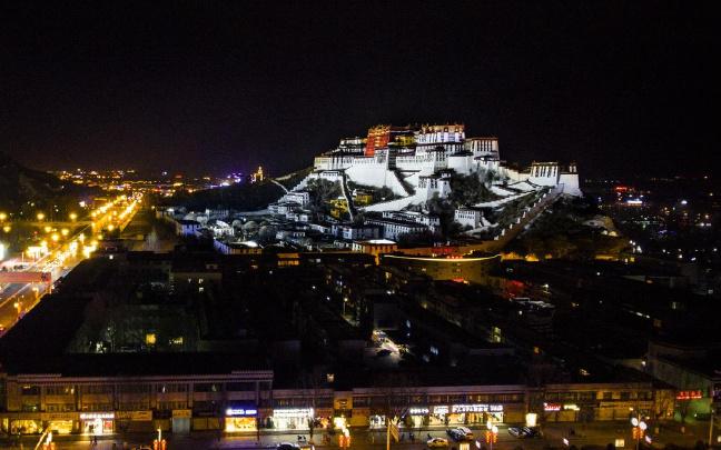 西藏自治区十届人大常委会第三十一次会议闭幕