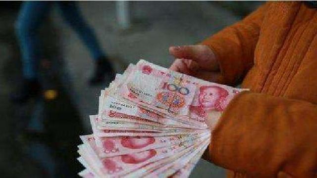 沈阳一男子捡到4000元还给失主自称:姓信,诚信的信