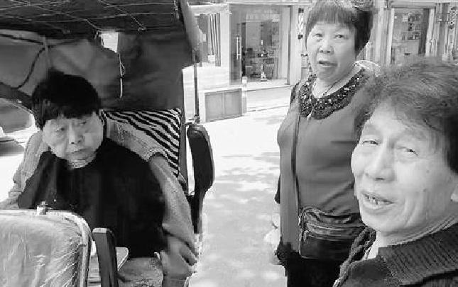 老妻中风瘫痪18年 他拉着她看遍杭城最美的风景