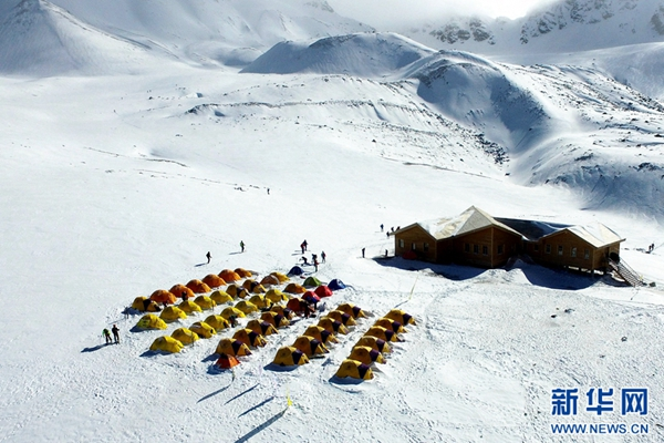 拥抱岗什卡雪峰,一组历年震撼照片带你感受冰雪之舞