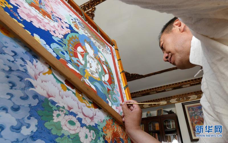 """""""指尖神韵""""薪火相传——记西藏唐卡国家级非遗代表性传承人罗布斯达"""