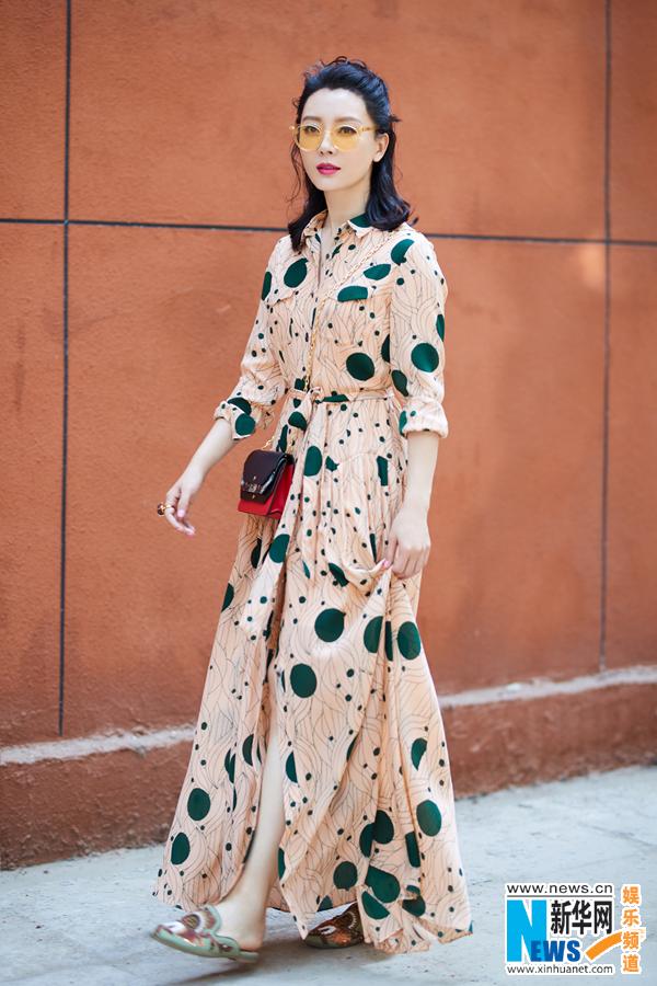 陈数:清新长裙打造摩登风尚