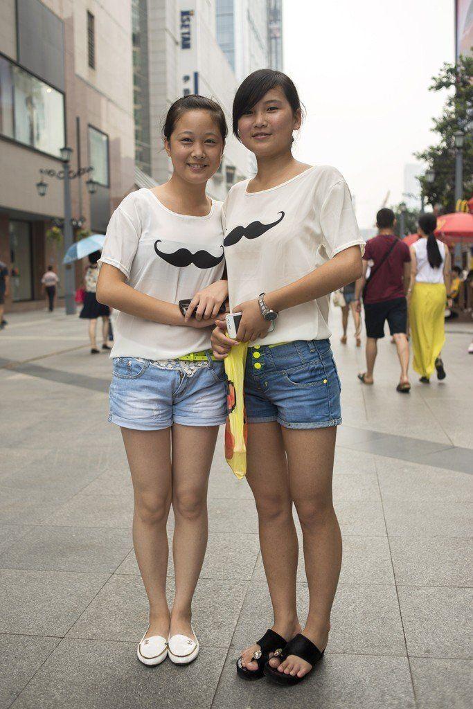 烈日下的重庆街拍美女组图