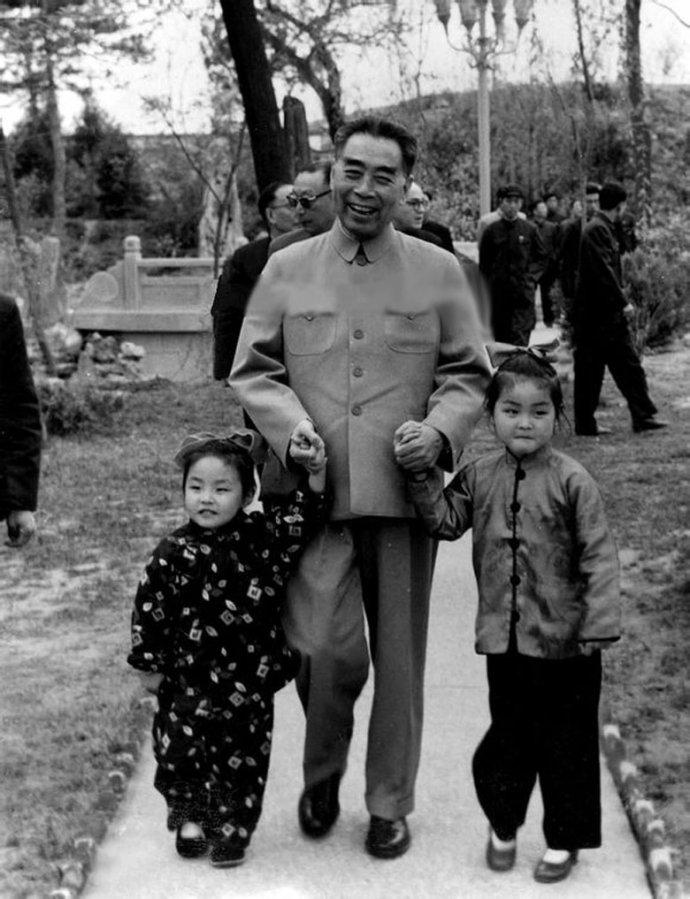 宋庆龄就像慈母一样承担起隋家姐妹的抚养,教育的责任,给予她们无微不